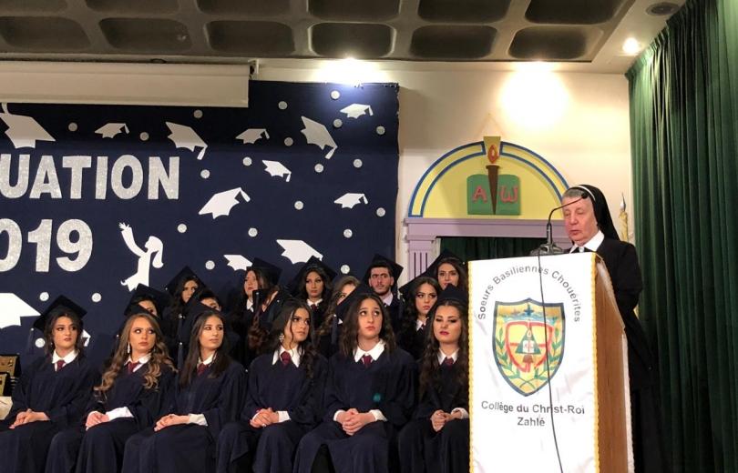 معهد يسوع الملك يحتفل بتخريج طلابه