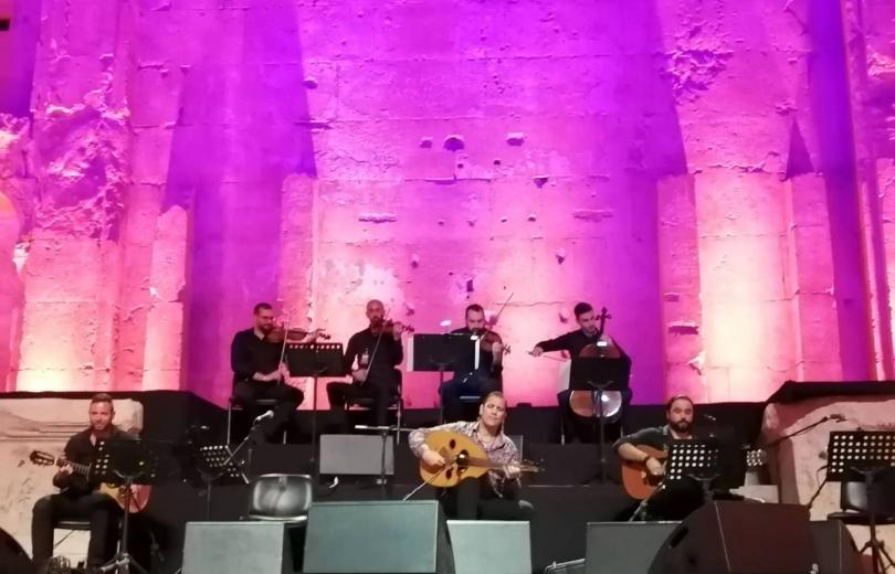 عمر البشير في معبد باخوس: موسيقى تأخذنا إلى عالم السلام والحبّ