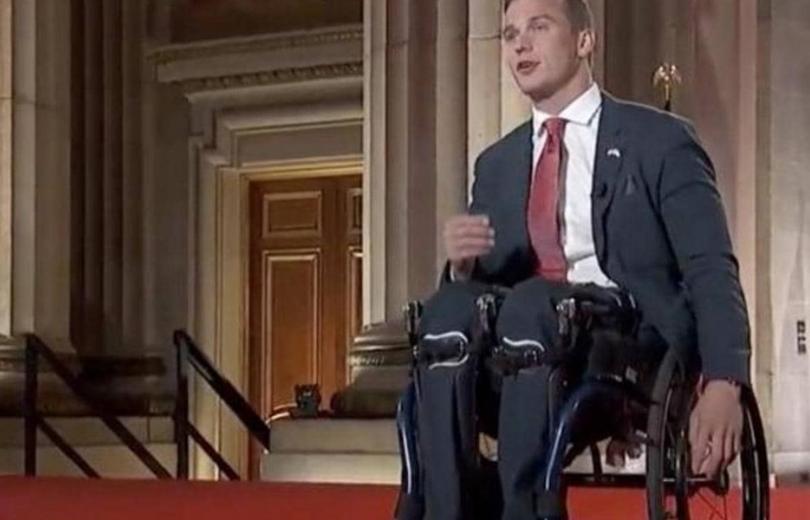 سلوك غير لائق وصورة في بيت هتلر... جدل اثر انتخاب أحد أصغر أعضاء الكونغرس الأميركي سنّاً