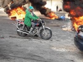 لبنان يستفيق على الطرقات المقطوعة وحرائق الاطارات