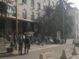 طلاب يقفلون دوائر رسمية في زحلة