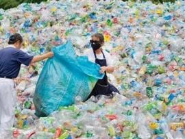 أوّل طريقة في العالم لتحويل البلاستيك إلى وقود