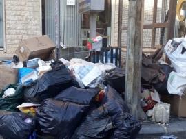 النفايات تتراكم في شوارع بعلبك والبلدية تتحرك