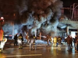 بالصور حريق هائل في الفرزل