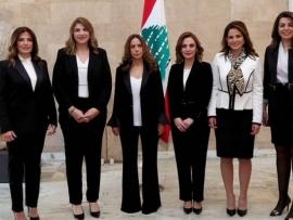 نائبة رئيس مجلس الوزراء  تجمع  الوزيرات في صورة