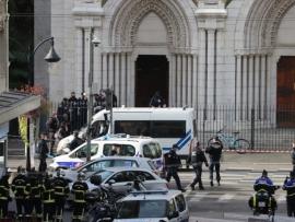 جريمة مروعة في نيس الفرنسية... 3 قتلى وعملية