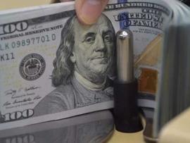 الدولار الى تراجع والتحويلات بالعملة الاميركية وصرافون امام الفنادق
