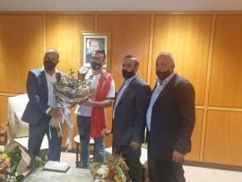 استقبال شعبي ورسمي للبطل محمد فخر الدين