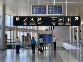 هل يُقفل المطار ليلاً؟