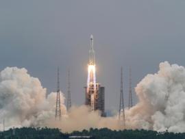أكبر وأقوى الصواريخ الصينية سابح في الفضاء من دون قيادة.. هل يسقط فوق رؤوسنا؟